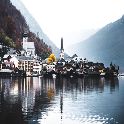 Dachstein Mountains「View of the Hallstatt town on the lake」:スマホ壁紙(14)