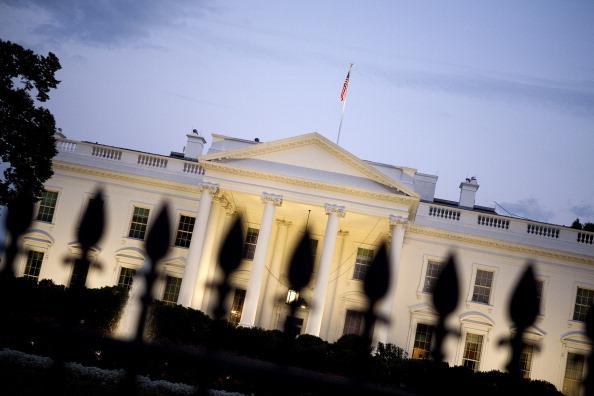 Joshua Roberts「As Default Deadline Nears, Congress Continues Debate Debt Ceiling Plan」:写真・画像(13)[壁紙.com]