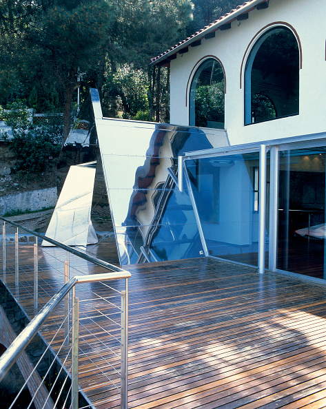 Hardwood Floor「View of the deck of an elegant house」:写真・画像(18)[壁紙.com]