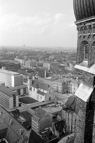 Journey「Historic Buildings And Sights In Munich'S Old Town」:写真・画像(17)[壁紙.com]
