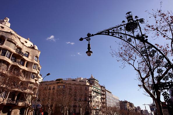 アントニ・ガウディ「View of the exterior of Casa Mila」:写真・画像(13)[壁紙.com]