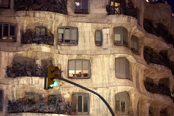 アントニ・ガウディ「View of the exterior of Casa Mila」:写真・画像(17)[壁紙.com]