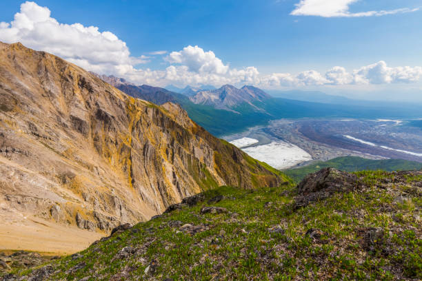 View of the intersection of Root Glacier (left) and Kennicott Glacier (right) from high on Donoho Peak in the backcountry of Wrangell-St. Elias National Park:スマホ壁紙(壁紙.com)