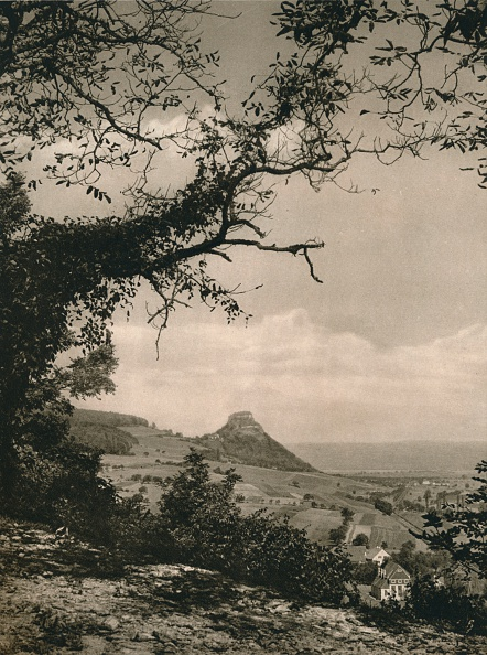Physical Geography「View of the Hohenkrahen from the slopes of the Hotentwiel, 1931」:写真・画像(7)[壁紙.com]