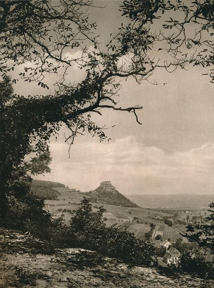 自然・風景「View of the Hohenkrahen from the slopes of the Hotentwiel, 1931」:写真・画像(7)[壁紙.com]