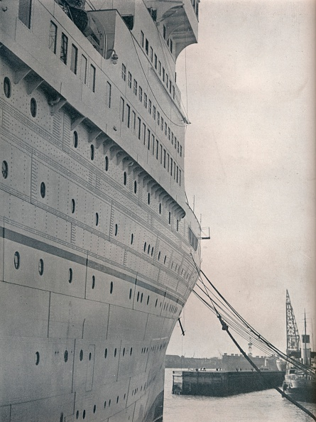 Profile View「A view of the starboard side of SS Empress of Britain」:写真・画像(1)[壁紙.com]