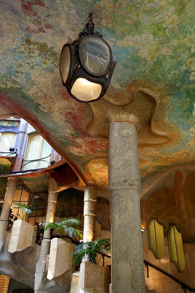 アントニ・ガウディ「View of the Casa Mila」:写真・画像(19)[壁紙.com]