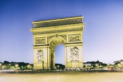Arc de Triomphe - Paris「View of the Arc (Arch) de Triomphe at twilight」:スマホ壁紙(10)