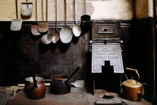 Kitchen「View of the kitchen with utensils, Brodsworth Hall, South Yorkshire, c2000s(?)」:写真・画像(16)[壁紙.com]