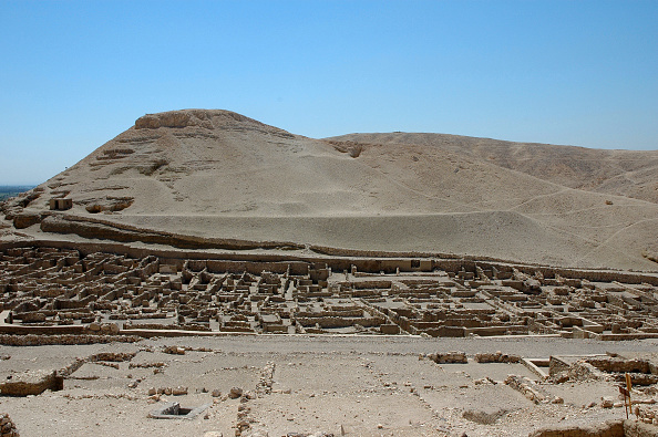 Valley「View Of The Valley Of The Kings On The West Bank Of The River Nile, The Burial Place Of Pharaohs And Artist: Werner Forman.」:写真・画像(2)[壁紙.com]