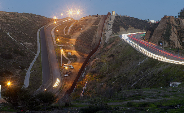 Baja California Peninsula「Border Wall On US Mexico Border Continues To Be Sticking Point Driving Government Shutdown Into Its Third Week」:写真・画像(5)[壁紙.com]