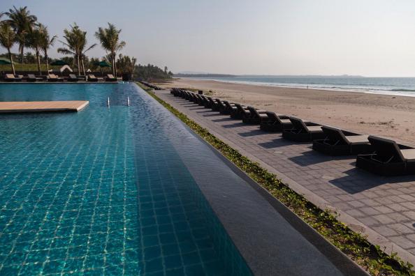 Infinity Pool「Ngwe Saung Hotels Remain Empty Despite Myanmar's 'Tourist Boom'」:写真・画像(7)[壁紙.com]