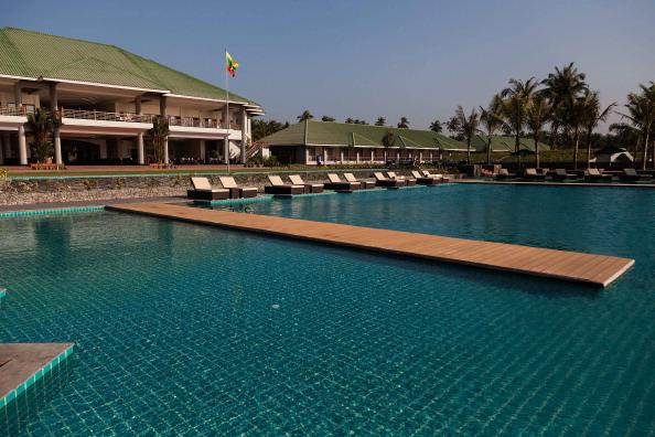 Infinity Pool「Ngwe Saung Hotels Remain Empty Despite Myanmar's 'Tourist Boom'」:写真・画像(13)[壁紙.com]
