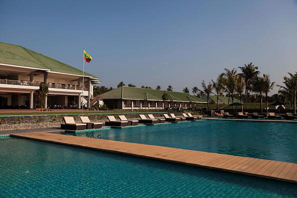 Infinity Pool「Ngwe Saung Hotels Remain Empty Despite Myanmar's 'Tourist Boom'」:写真・画像(14)[壁紙.com]