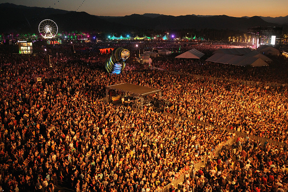 Crowd「2015 Coachella Valley Music And Arts Festival - Weekend 2 - Day 1」:写真・画像(7)[壁紙.com]