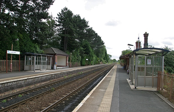 Waiting「View of the platforms at Yardley Wood station」:写真・画像(17)[壁紙.com]