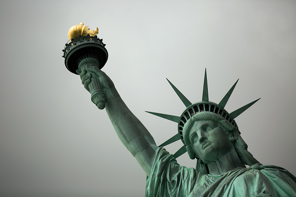Statue of Liberty - New York City「Symbols Of Immigration: NYC's Statue Of Liberty And Ellis Island」:写真・画像(0)[壁紙.com]