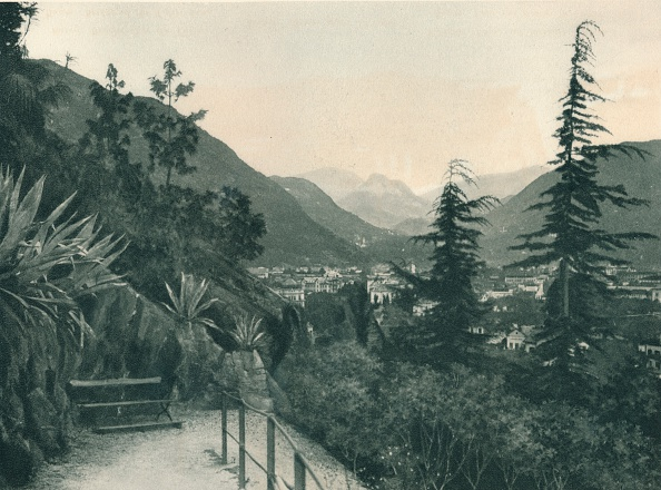 Physical Geography「View of the town of Bolzano, South Tyrol, Italy」:写真・画像(2)[壁紙.com]