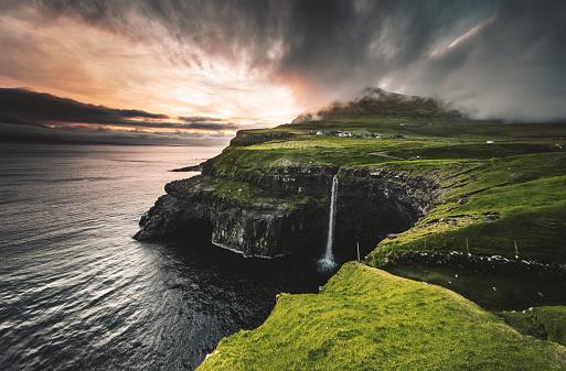 Denmark「view of the Mulafossur waterfall in gasadalur」:スマホ壁紙(8)
