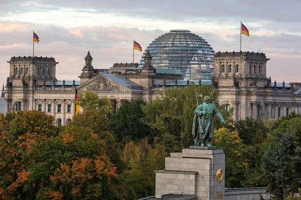 Architectural Dome「Berlin Celebrates German Unity Day」:写真・画像(13)[壁紙.com]