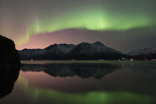 Anchorage - Alaska「View of the Aurora Borealis (Northern Lights) dancing above the Chugach Mountains and reflecting in the waters of Turnagain Arm, Kenai Peninsula; Alaska, United States of America」:スマホ壁紙(10)