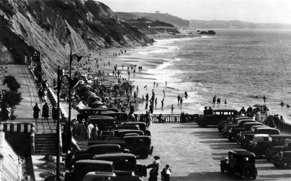 Nouvelle-Aquitaine「view of the coast in Biarritz c. 1939, postcard」:写真・画像(10)[壁紙.com]
