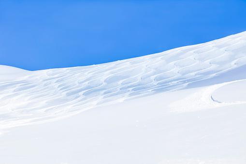 Ski Resort「Austria, Saalbach-Hinterglemm, ski tracks in powder snow」:スマホ壁紙(6)