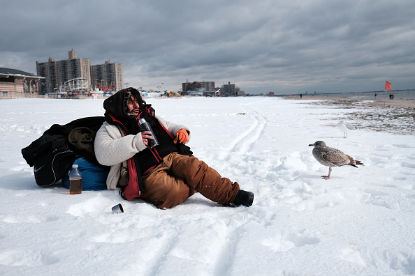 Weather「New York Area Begins To Dig Out From Major Winter Snowstorm」:写真・画像(6)[壁紙.com]