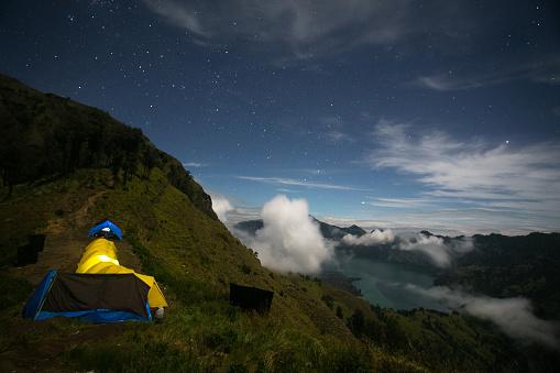 star sky「Tents set up under the night sky」:スマホ壁紙(10)