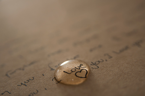 Sadness「A love letter written on brown paper with a gold love heart 」:スマホ壁紙(16)
