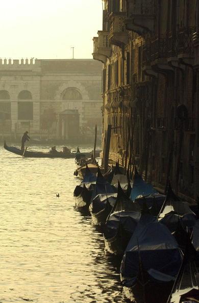 Passenger Craft「People Celebrate Venice Carnival In Italy」:写真・画像(7)[壁紙.com]