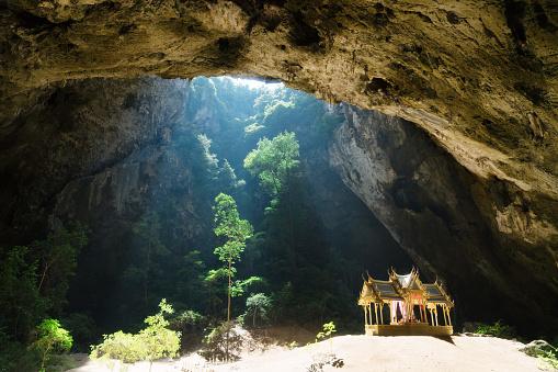 寺「Phraya Nakhon Cave in Thailand」:スマホ壁紙(17)