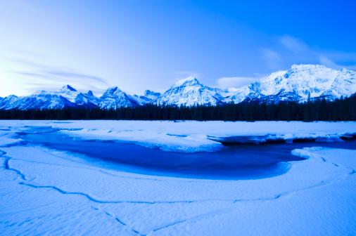 Athabasca River「Canada, Alberta, Jasper National Park, Athabasca river in winter」:スマホ壁紙(18)