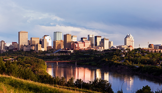 Edmonton「Canada, Alberta, Edmonton, City skyline at sunrise」:スマホ壁紙(4)