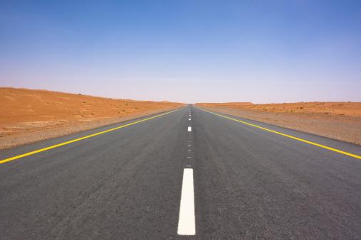 寂しさ「砂漠 Highway を水平線」:スマホ壁紙(19)