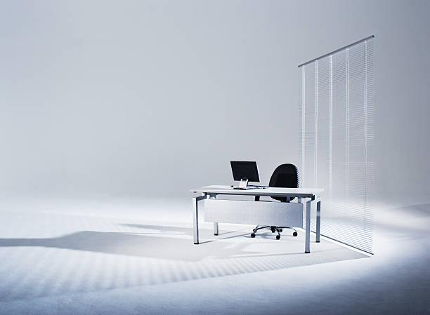 Flat screen monitor on office desk in empty studio:スマホ壁紙(壁紙.com)
