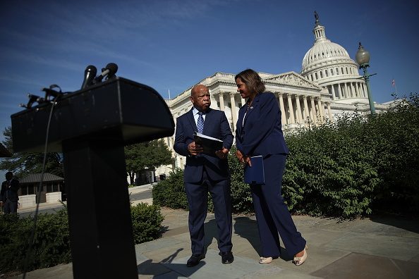 Full Length「Democratic Reps Discuss Gun Violence At U.S. Capitol」:写真・画像(4)[壁紙.com]
