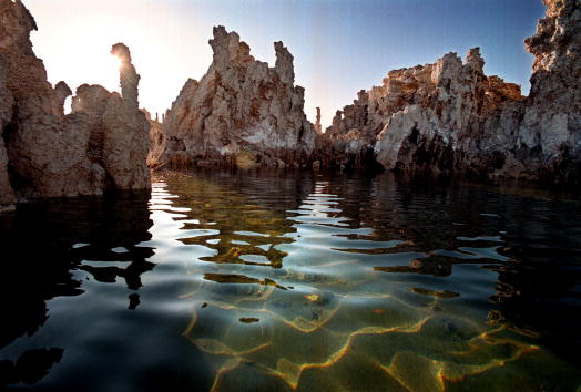 Ecosystem「Famous Tufa formations of Mono Lake sink as water level is restored」:写真・画像(6)[壁紙.com]