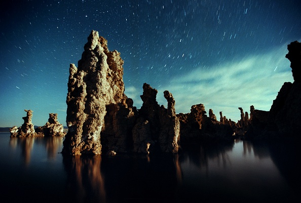 Ecosystem「Famous Tufa formations of Mono Lake sink as water level is restored」:写真・画像(5)[壁紙.com]