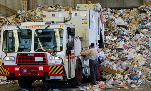 Recycling「San Francisco Waste Management Firm Uses Cutting Edge Recycling Facility」:写真・画像(3)[壁紙.com]