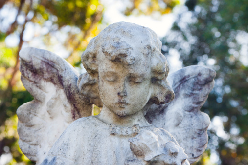 Praying「Weathered marble statue of little angel」:スマホ壁紙(11)