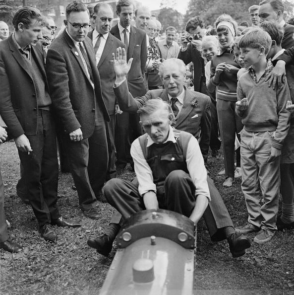 Reg Burkett「Harold Macmillan At Bromley Fete」:写真・画像(3)[壁紙.com]