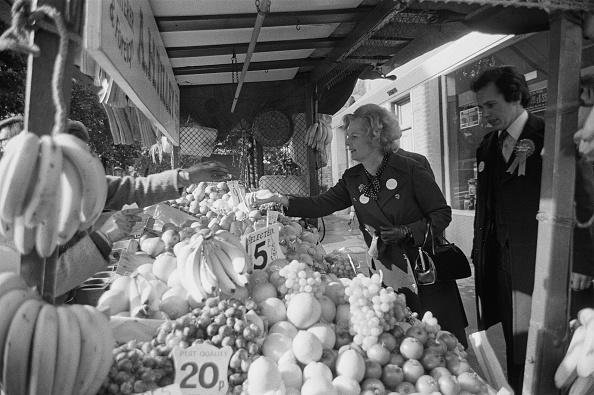 Choosing「Thatcher Shops At Street Market」:写真・画像(8)[壁紙.com]