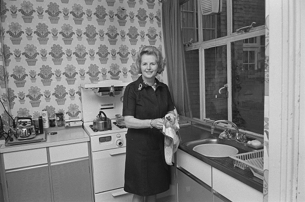 Domestic Life「Thatcher Washes Up」:写真・画像(11)[壁紙.com]