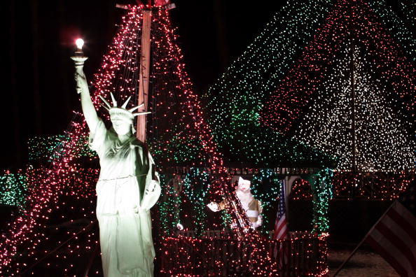Light Bulb「Holiday Decorations Light Way In New Jersey」:写真・画像(0)[壁紙.com]