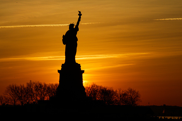 Eduardo Munoz Alvarez「Statue Of Liberty Closed Due To Government Shutdown」:写真・画像(18)[壁紙.com]