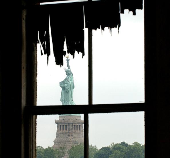 Curtain「Ellis Island Hospital Complex To Be Restored」:写真・画像(9)[壁紙.com]