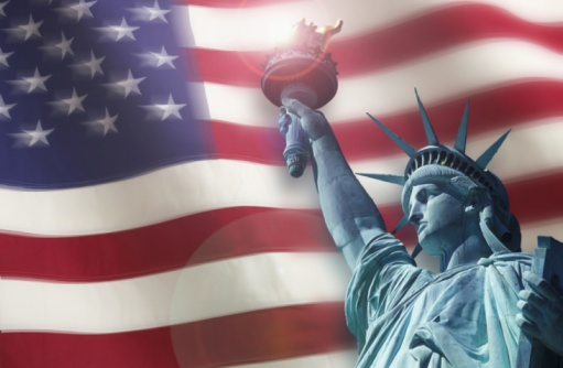 Fourth of July「The Statue of Liberty in front of the American Flag」:スマホ壁紙(2)