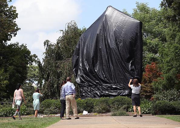 シャーロッツビル エマンシペーション公園「Charlottesville City Council Votes To Cover Statues Of Robert E. Lee And Stonewall Jackson」:写真・画像(17)[壁紙.com]