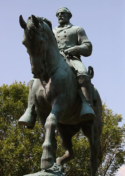 シャーロッツビル エマンシペーション公園「Charlottesville City Council Votes To Cover Statues Of Robert E. Lee And Stonewall Jackson」:写真・画像(18)[壁紙.com]